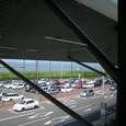 空港の内側から外を撮影。